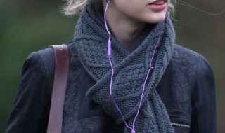 Taylor Swift without her makeup. Still looks cool if you ask me.